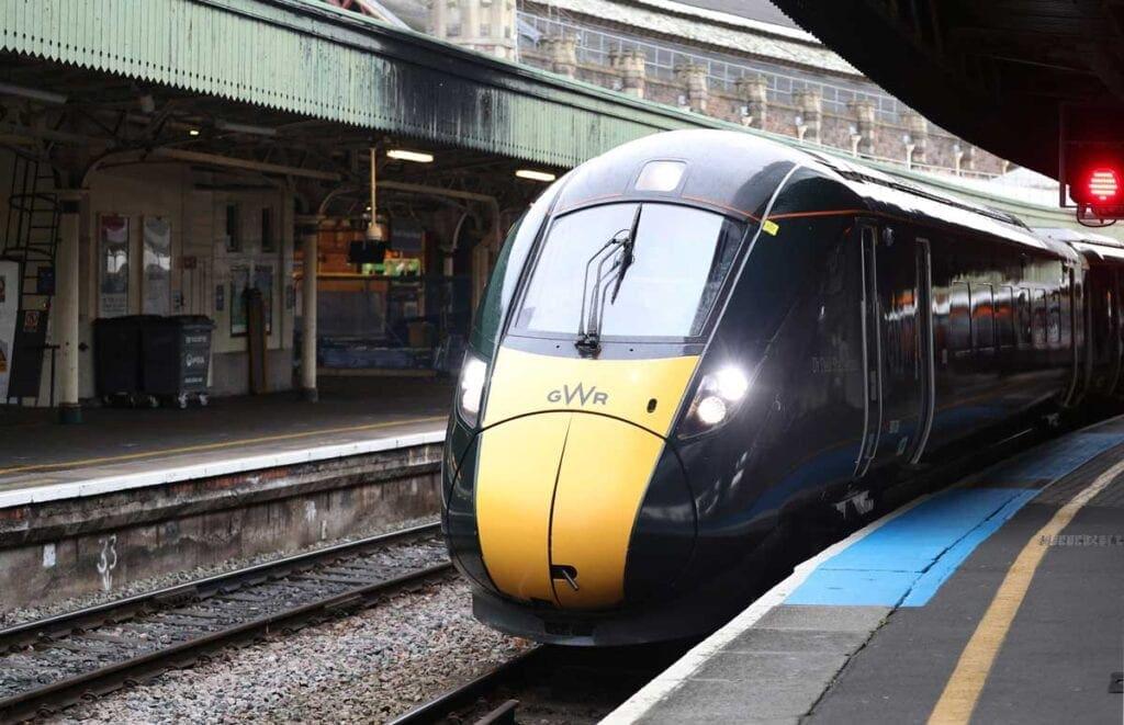 Hitachi 800 class train